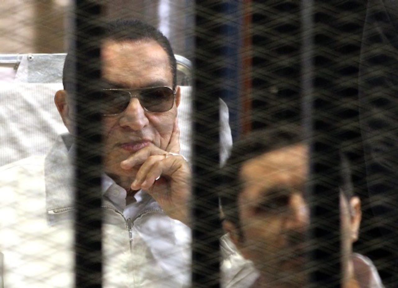 Hosni Mubarak (L). EPA