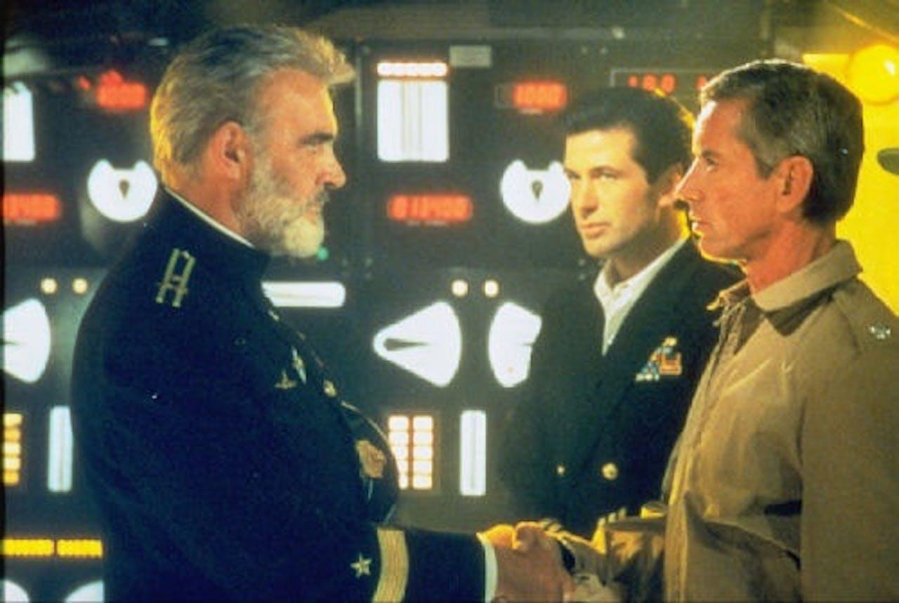 Alec Baldwin (M) en Sean Connery (L) in The Hunt For Red October. ANP KIPPA