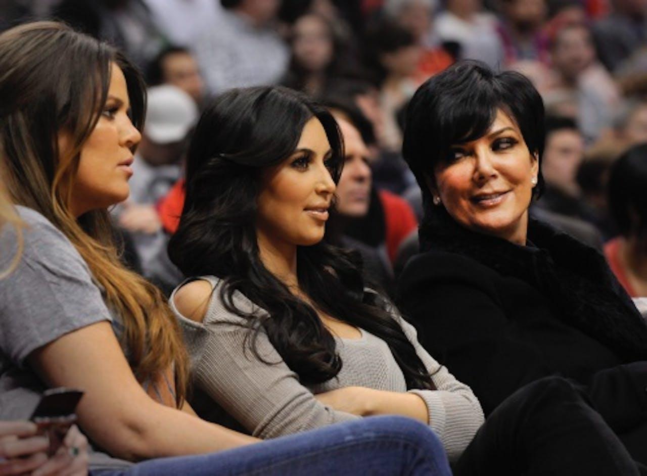 Kim Kardashian (M), Khloé Kardashian (L) en Kris Jenner (R). EPA