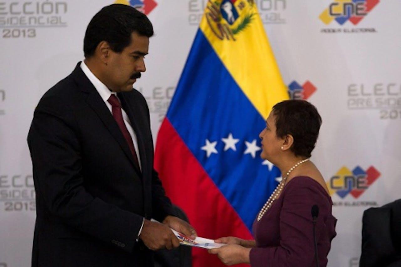 Maduro (L) met Lucena. EPA