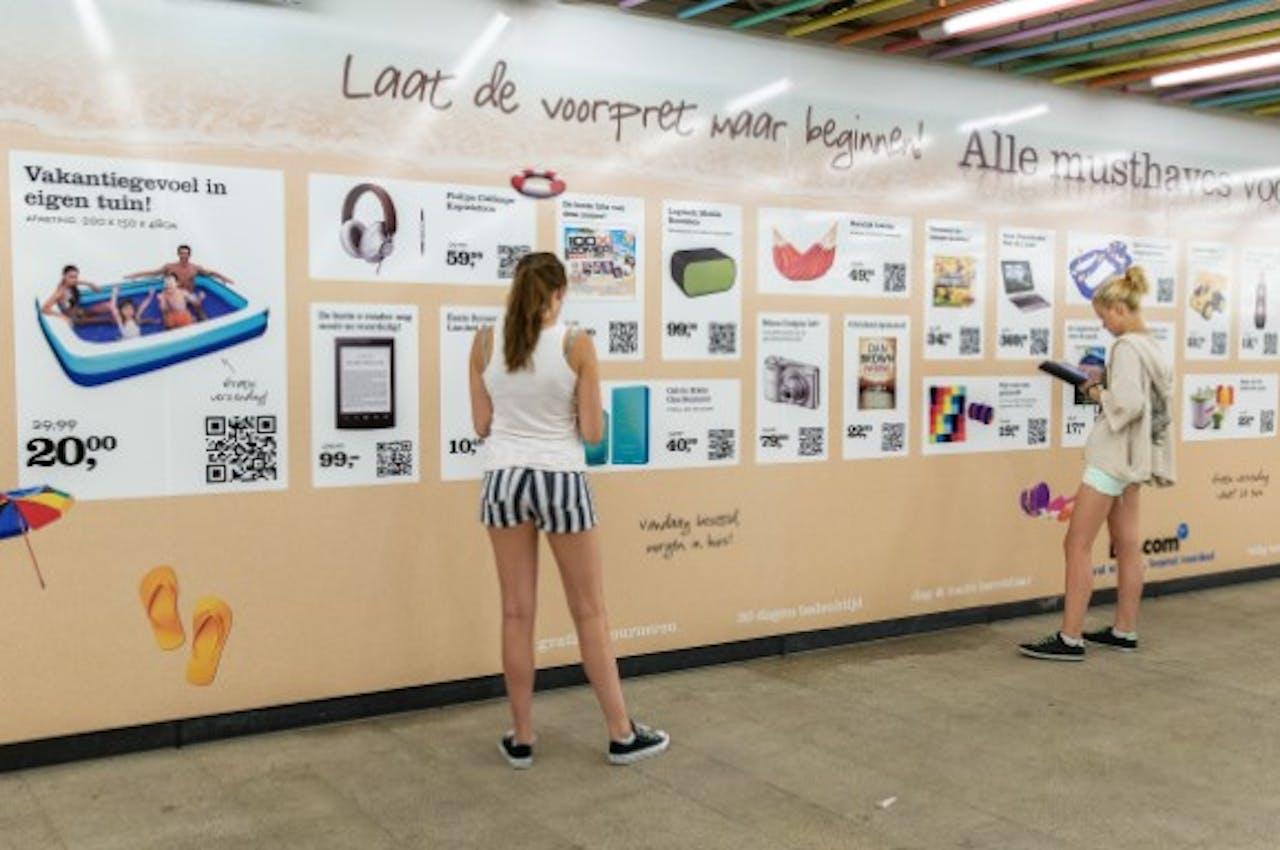 Bol.com opent virtuele vakantiewinkel op Rotterdam Centraal