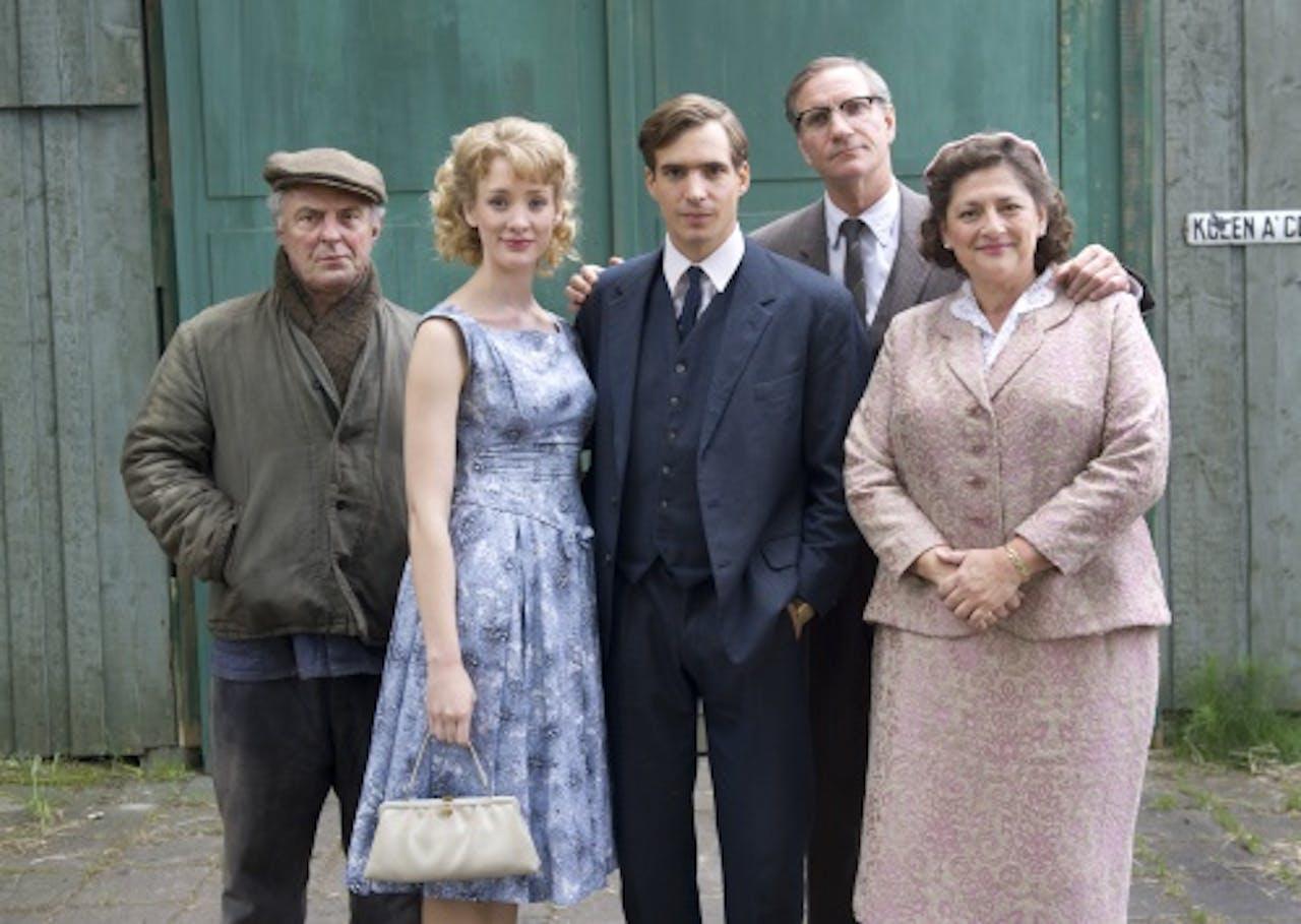 Leden van de cast van Moeder, ik wil bij de Revue(vlnr) Huub Stapel, Noortje Herlaar, Egbert-Jan Weeber, Peter Blok en Annet Malherbe.
