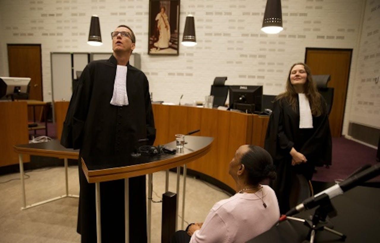 Yvonne Basebya met haar advocaat Victor Koppe. ANP