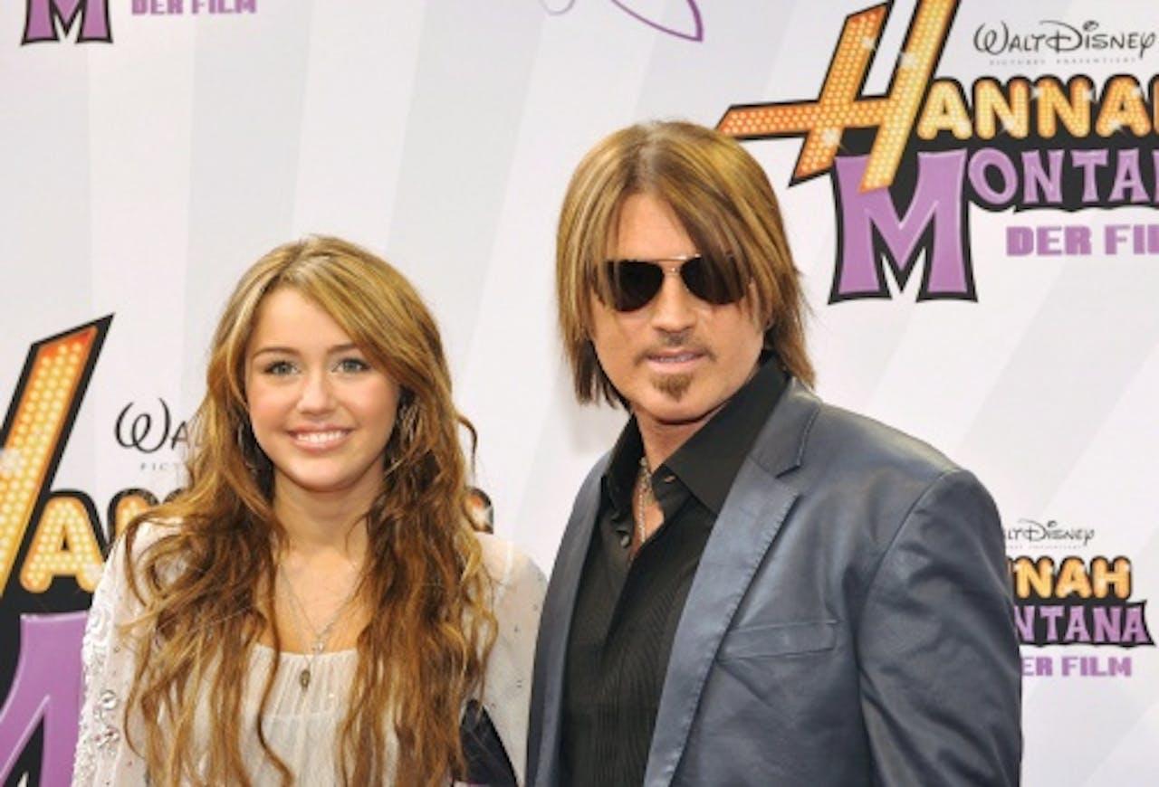 Archiefbeeld Billy Ray Cyrus en Miley. EPA