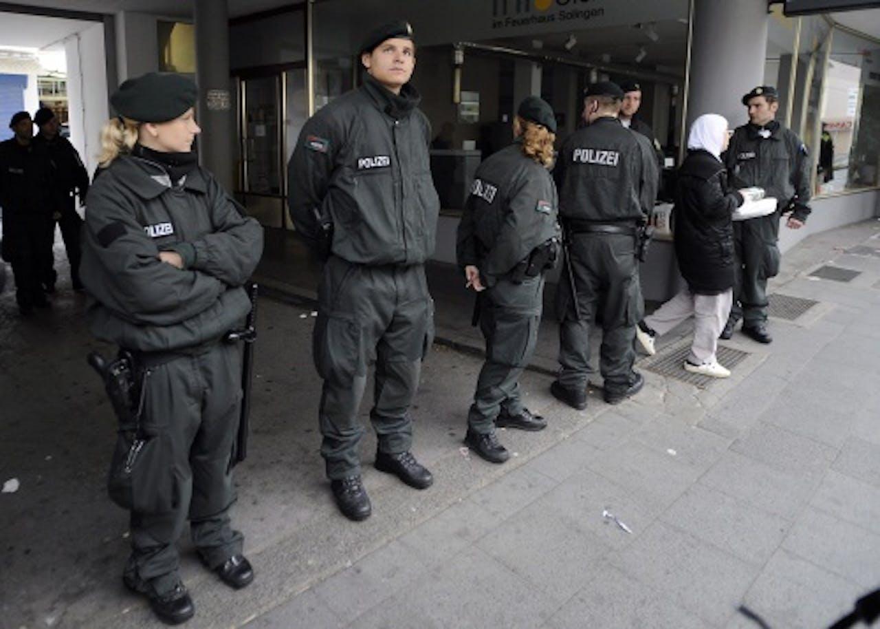 De Millatu Ibrahim-moskee in Solingen, door Duitse politie geblokkeerd (14-6-2012). EPA