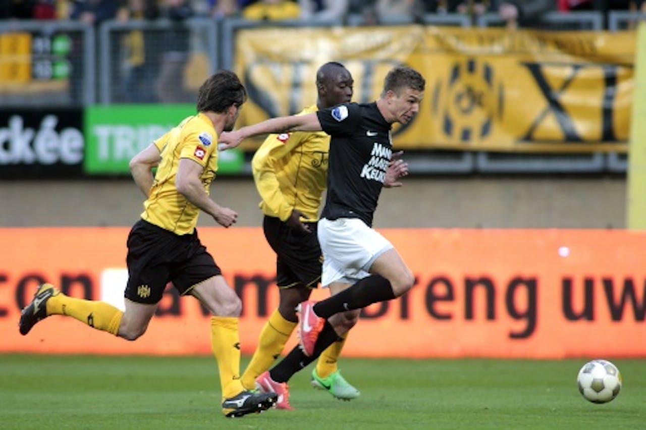 Mart Lieder (R) van RKC Waalwijk in duel met Danilo Pereira (M) Robbie Wielaert van Roda JC. ANP