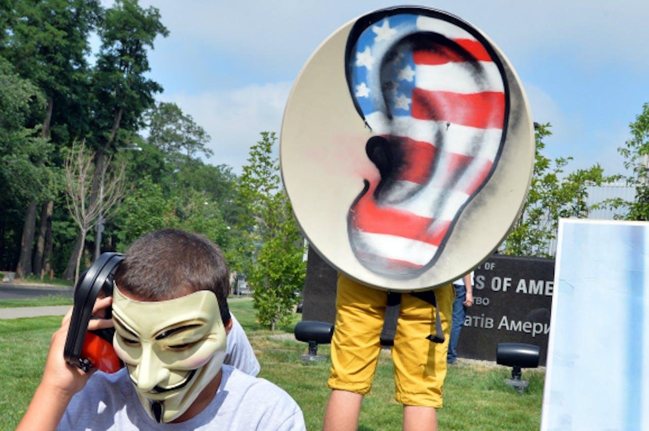27 juni 2013: Oekraïense activisten betogen bij de Amerikaanse ambassade tegen het Amerikaanse spionageprogramma