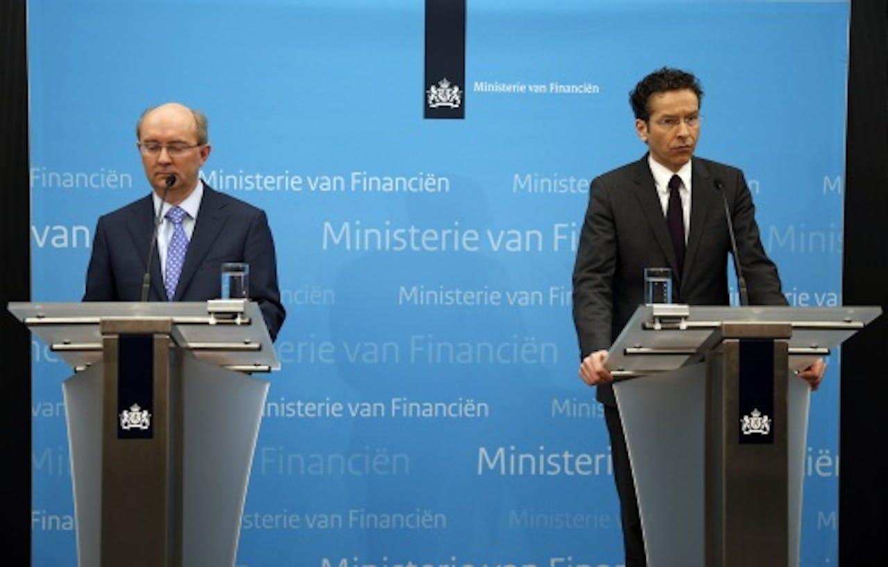 Jan Sijbrand, directeur toezicht van De Nederlandsche Bank (L) en minister Jeroen Dijsselbloem van Financiën. ANP