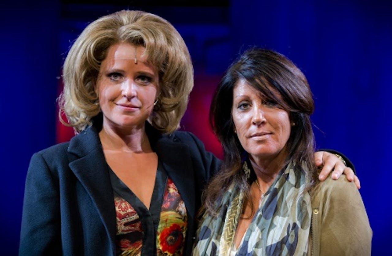 Ricky (l) als Rachel met de echte Rachel Hazes samen. ANP KIPPA