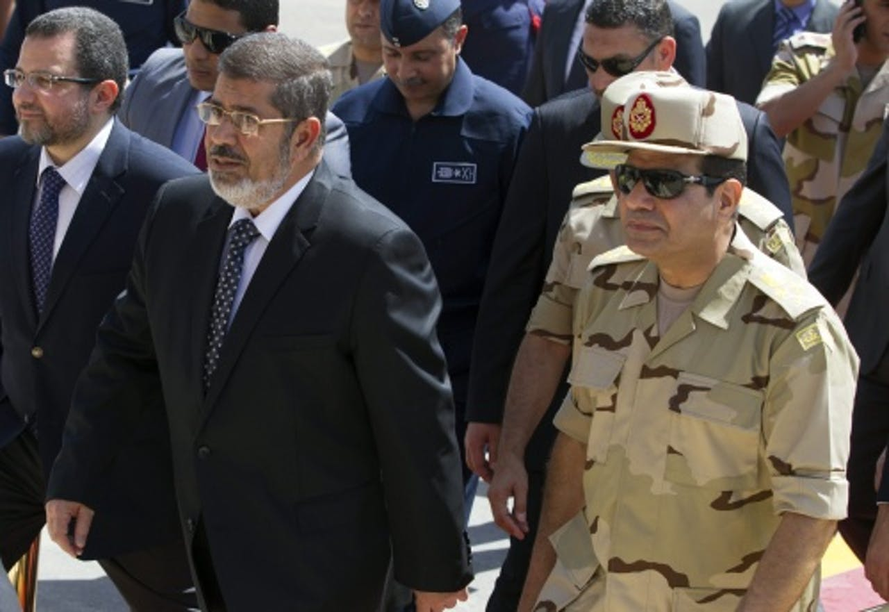 Abdel Fattah al-Sisi en president Mohamed Mursi (L). EPA