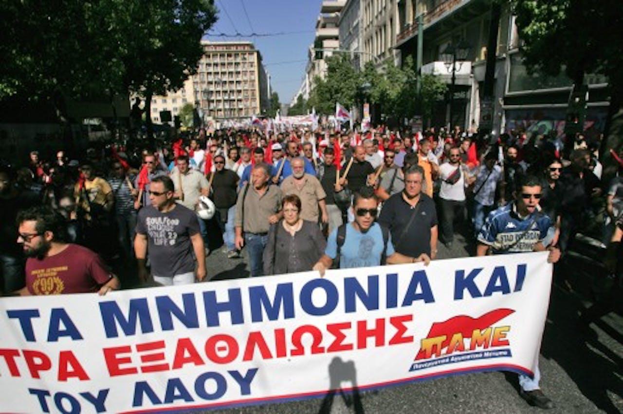 Grieken protesteren tegen verdere bezuinigingen die leiden tot werkloosheid. EPA