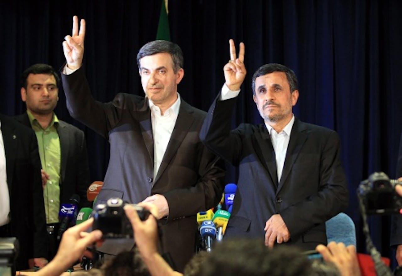 Mahmoud Ahmadinejad en Esfandiar Rashim Mashaie (L). EPA