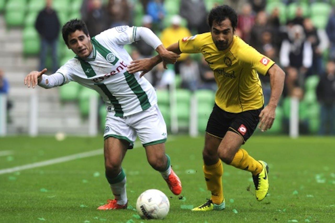 Stefano Magnesco (L) van FC Groningen in duel met Ard van Peppen van Roda JC. ANP PRO SHOTS