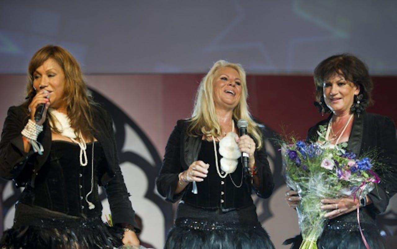 José Hoebee (r) met Luv-collega's Patty Brard (l) en Marga Scheide. ANP KIPPA