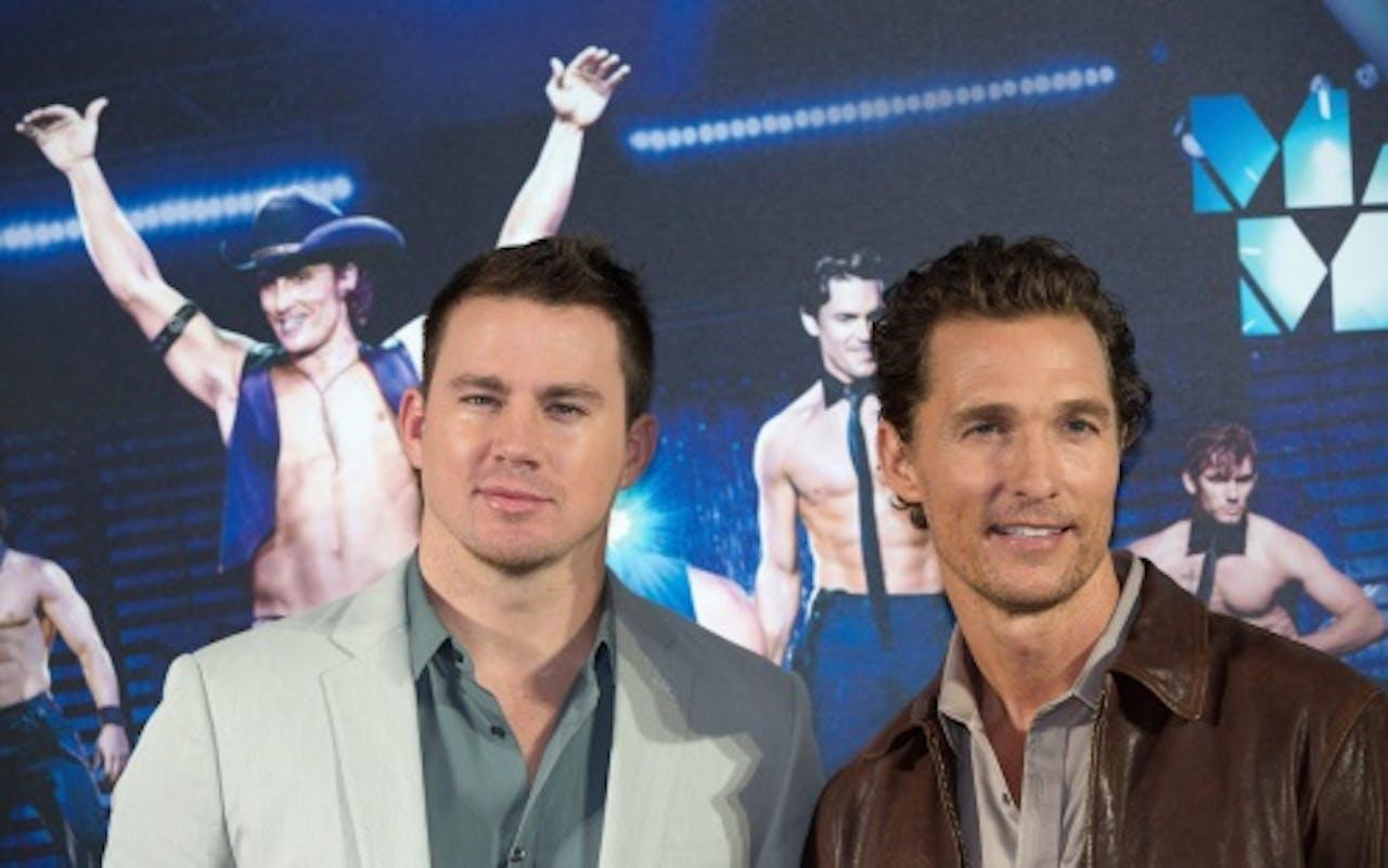 Channing (l) met collega Matthew McConaughey met wie hij in de film Magic Mike speelde. EPA