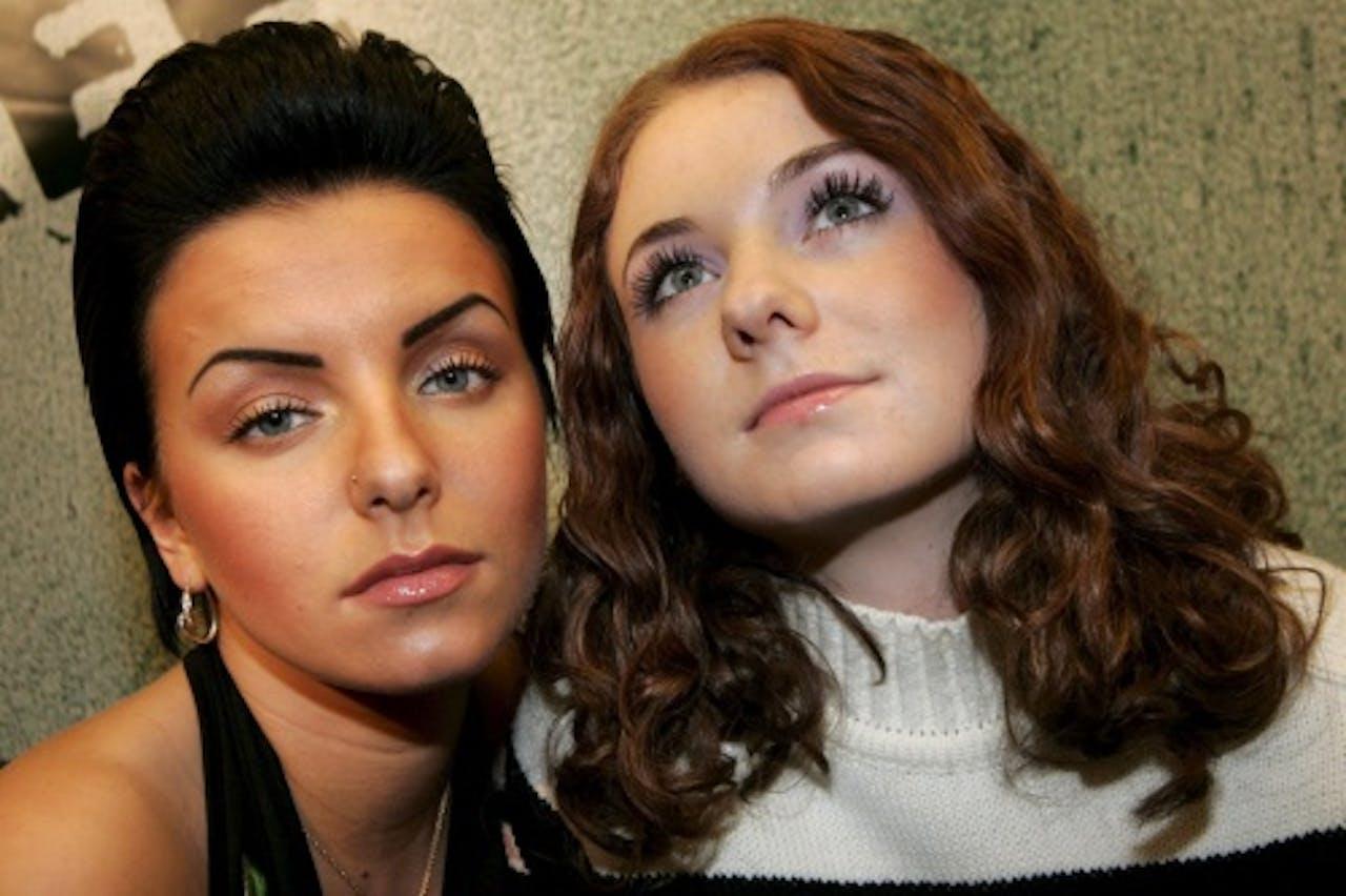 Julia en Lena in 2005. EPA