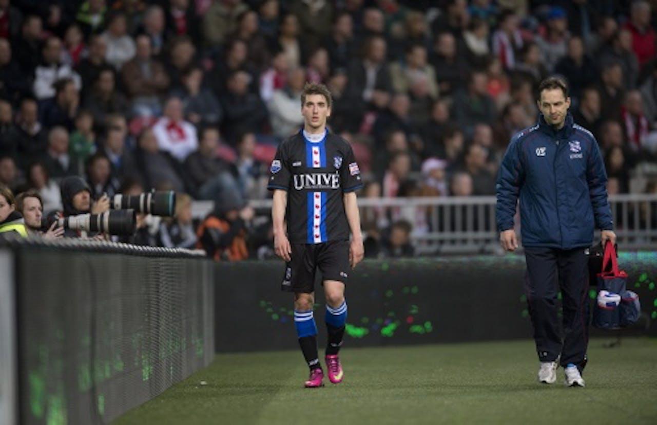 Filip Djuricic van sc Heerenveen valt geblesseerd uit tijdens de wedstrijd tegen Ajax, ANP