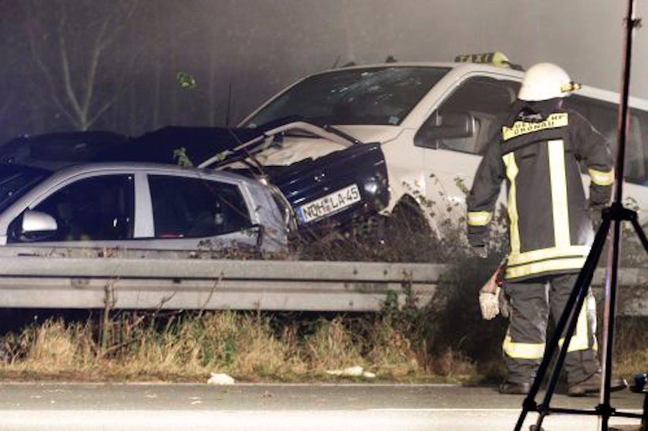 Op de Duitse snelweg A31, net over de grens bij Enschede, heeft vrijdagavond een grote kettingbotsing plaatsgevonden. Meer dan 30 voertuigen botsten in dichte mist op elkaar. ANP