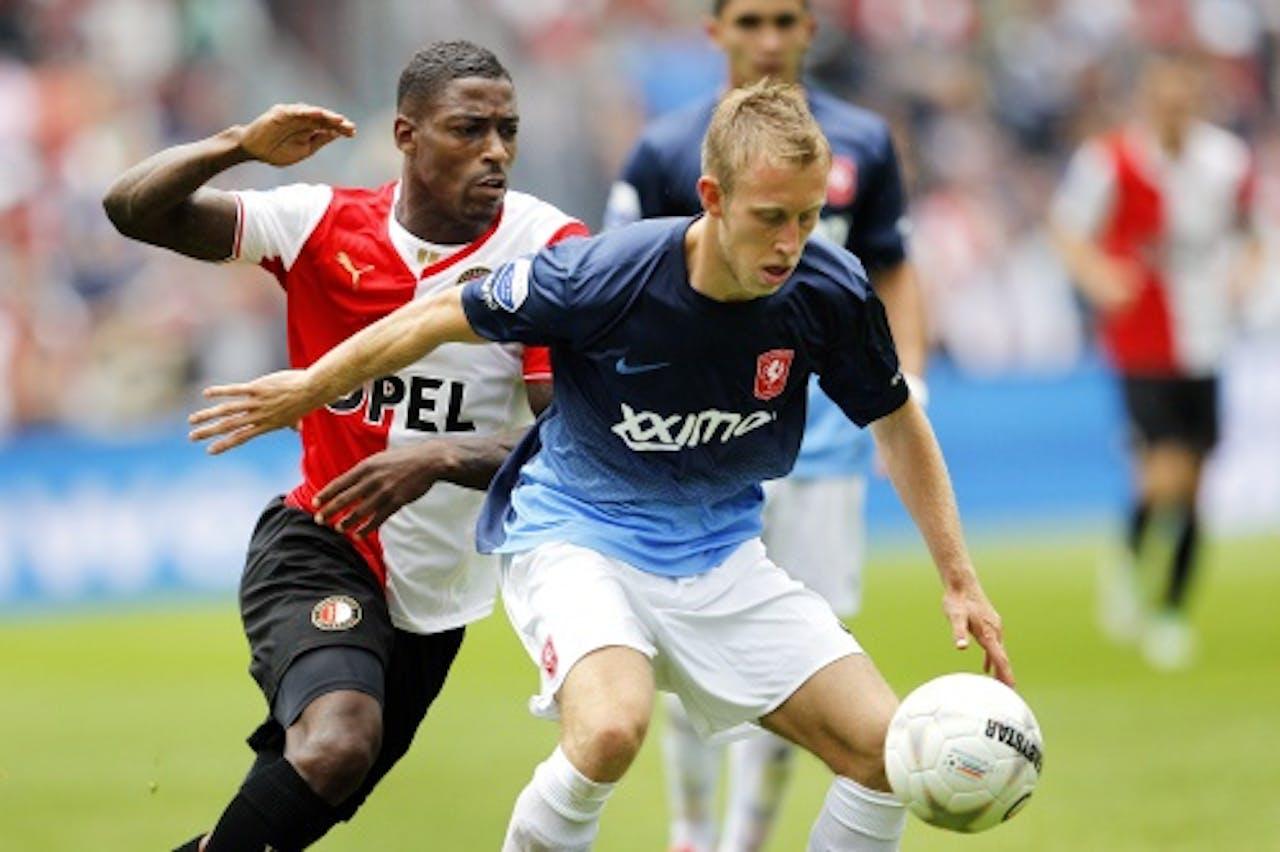 Feyenoord-spelers Ruben Schaken (L) in duel met Dico Koppers (R) van FC Twente. ANP