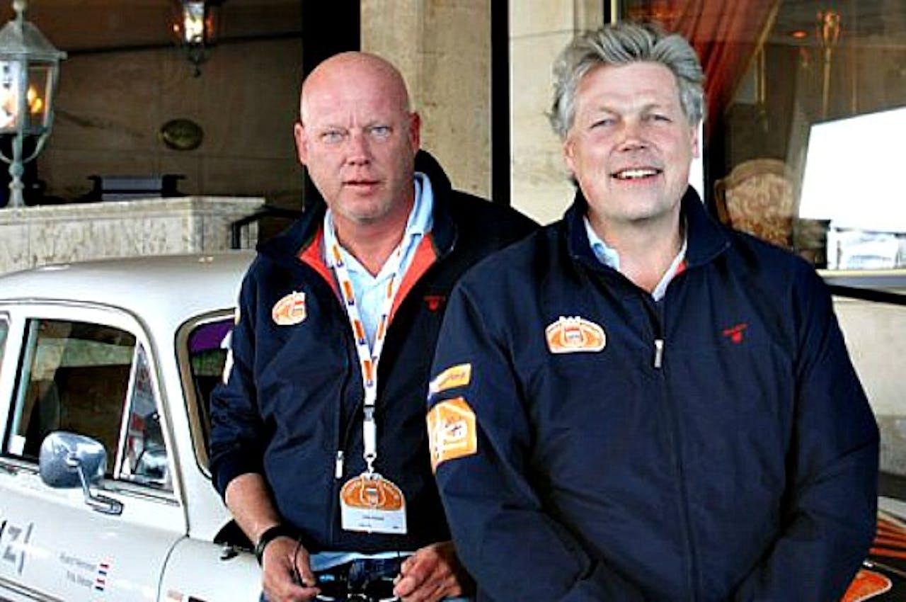 Frits Wester (l) en Roelof Hemmen (r) zijn klaar voor een nieuwe Tulpenrallye