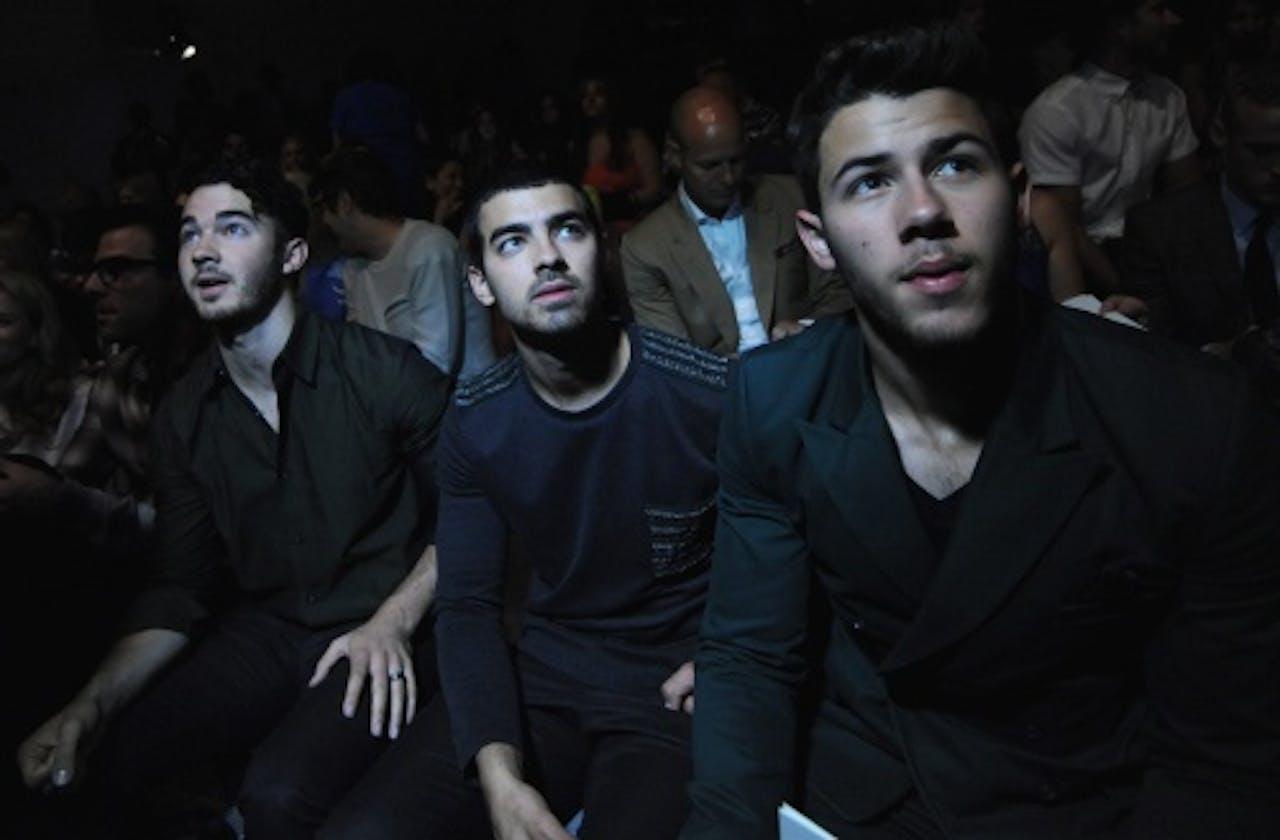 Nick Jonas (R) met zijn broers. EPA
