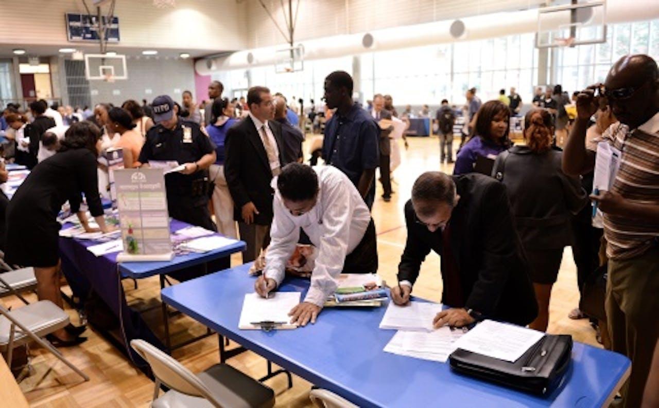 Amerikanen bij een bijeenkomst op zoek naar werk. EPA