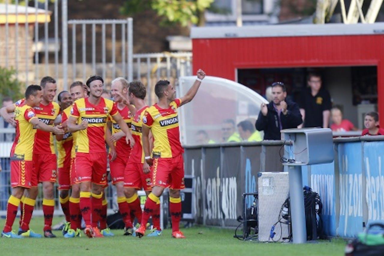 De spelers van Go Ahead Eagles vieren de 1-0 van Xandro Schenk in de wedstrijd tegen ADO. ANP PRO SHOTS