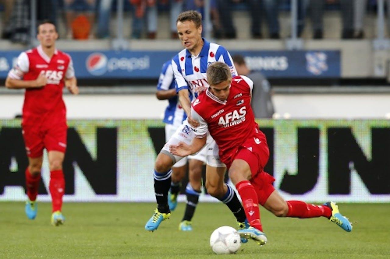 Sc Heerenveen-speler Magnus Eikrem (L) in duel met Markus Henriksen van AZ, ANP PRO SHOTS