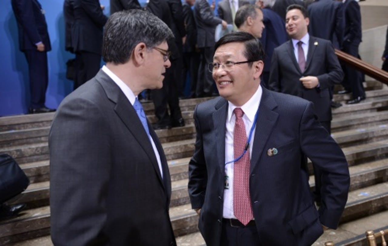 Chinese minister van Financiën Lou Jiwei (R), EPA