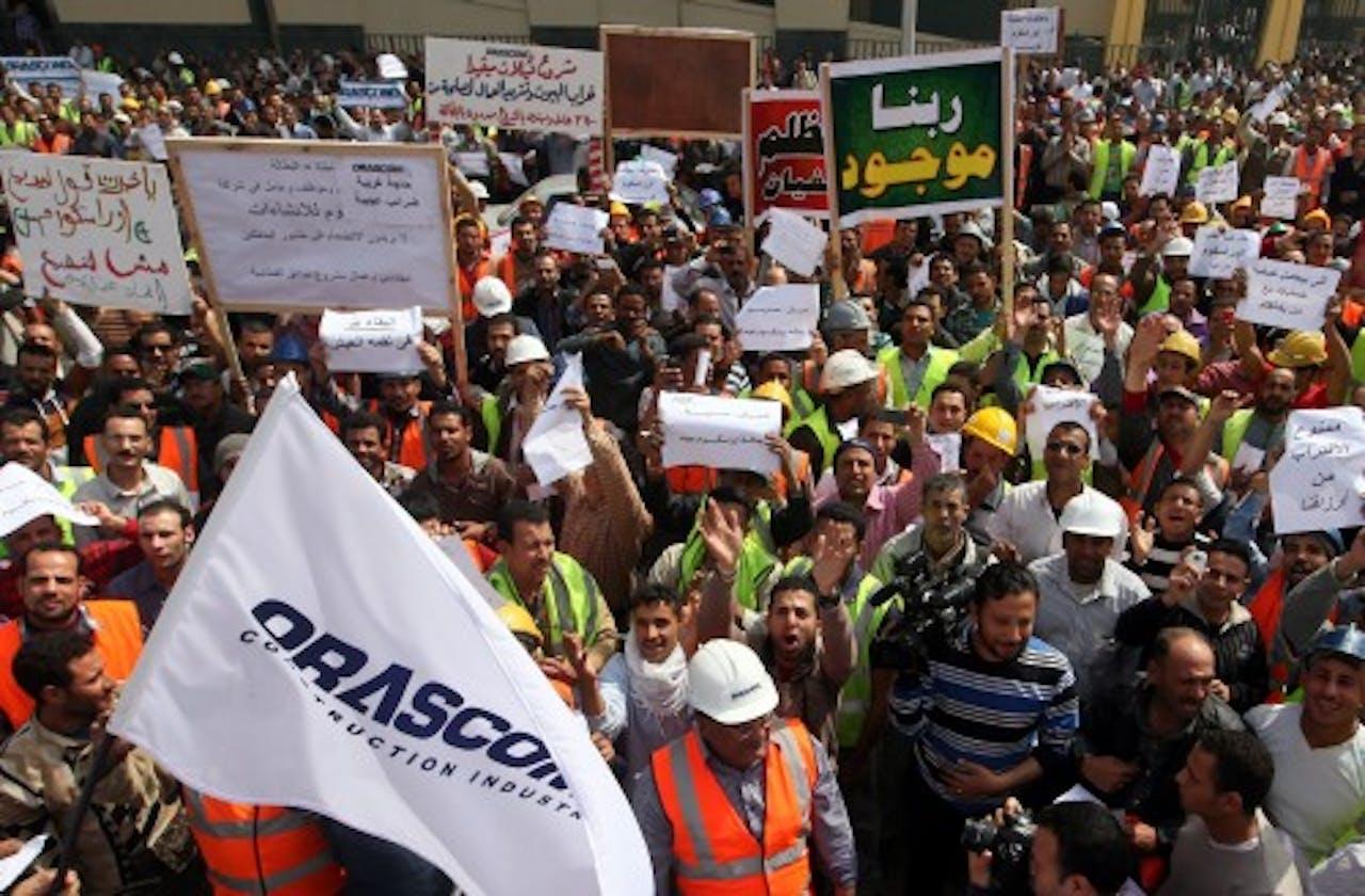 Werknemers van Orascom Construction Industries protesteren op 13 maart 2013 in Caïro, EPA