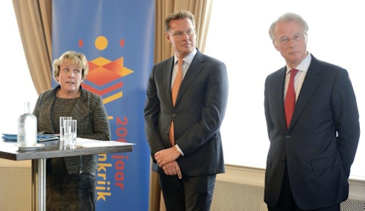 Voorzitter Ank Bijleveld-Schouten, vice-voorzitter Jozias van Aartsen en comitélid Albert Verlinde van het Nationaal Comite