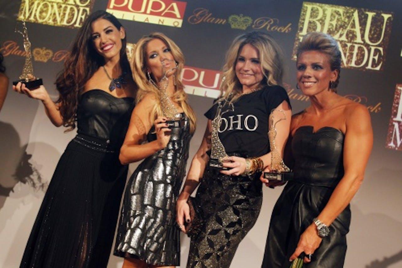 Yolanthe (links) en Sylvie (tweede van links) tijdens de uitreiking van de Beau Monde Awards 2012. ANP