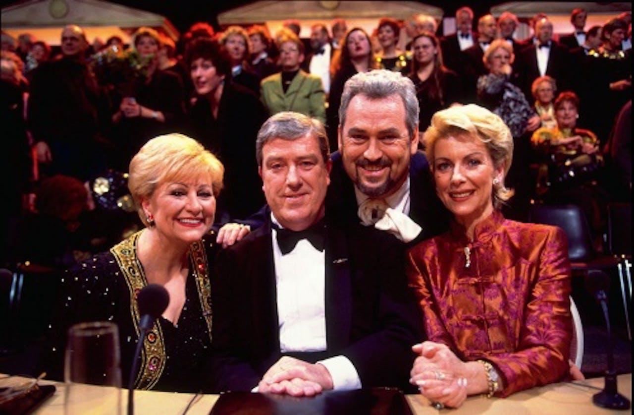 Marjon Lambriks (uiterst rechts) in het tv-programma Una Voce Particolare op een archieffoto uit 1998. ANP KIPPA