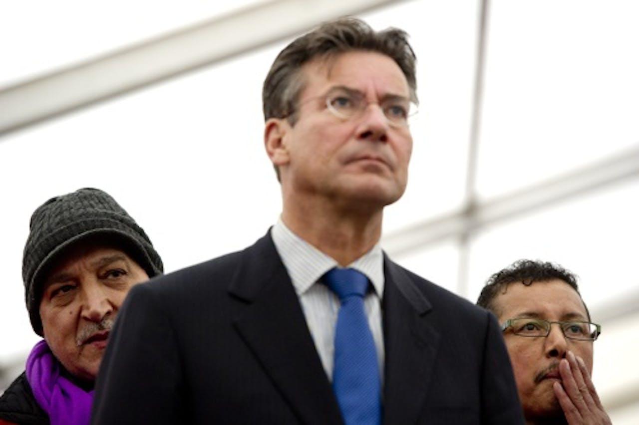 Minister Maxime Verhagen tijdens de manifestatie van medewerkers van NedCar op het Malieveld in Den Haag. ANP