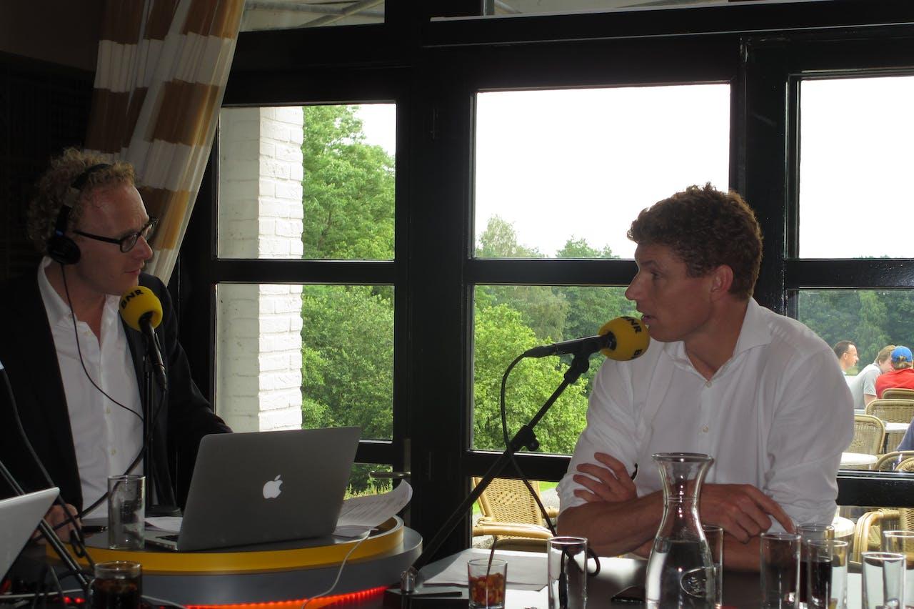 Rens de Jong samen met oud-volleyballer Bas van der Goor