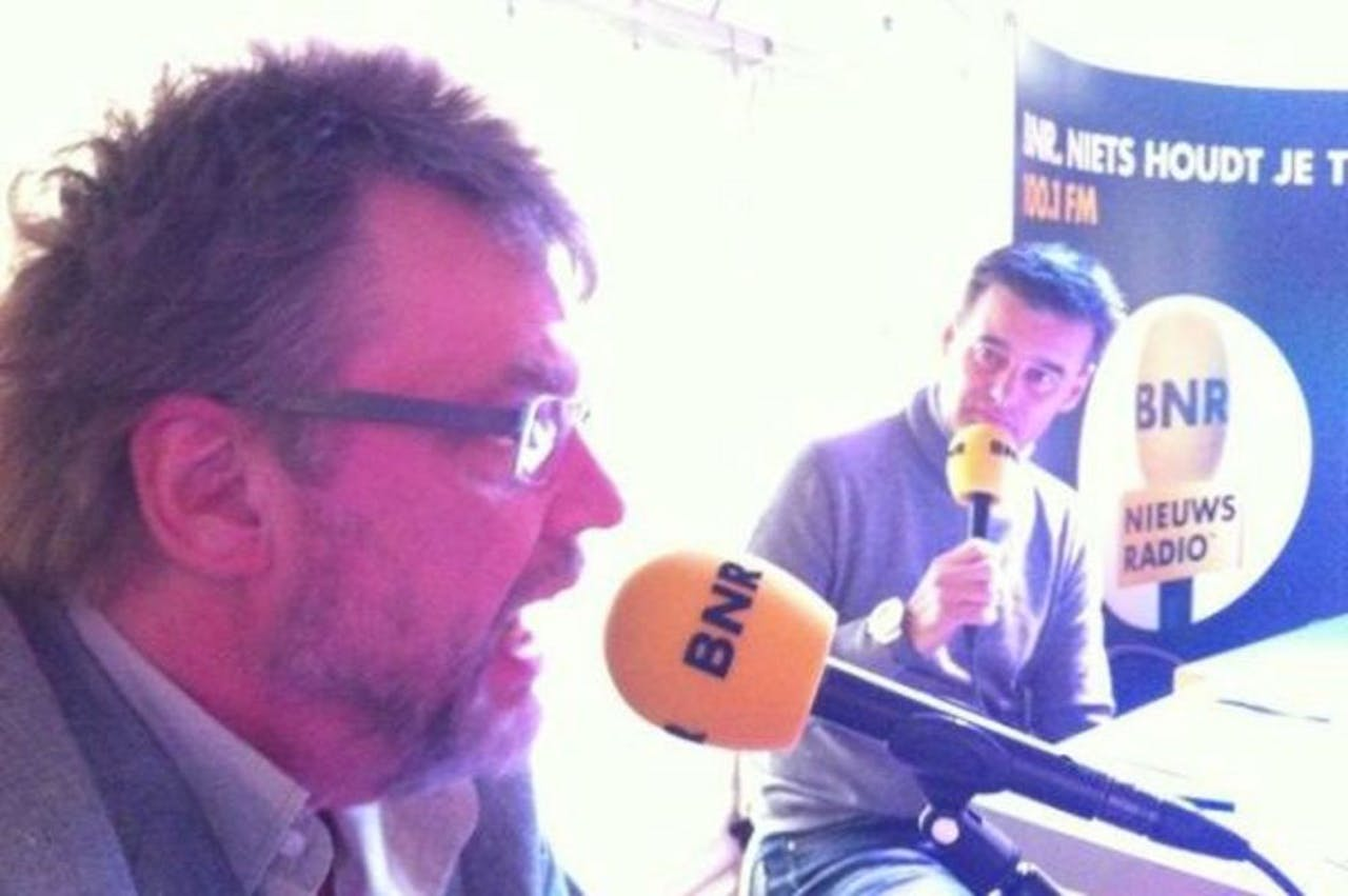 Henk Westbroek: ...ik schaam me als ik een liedje gemaakt heb..