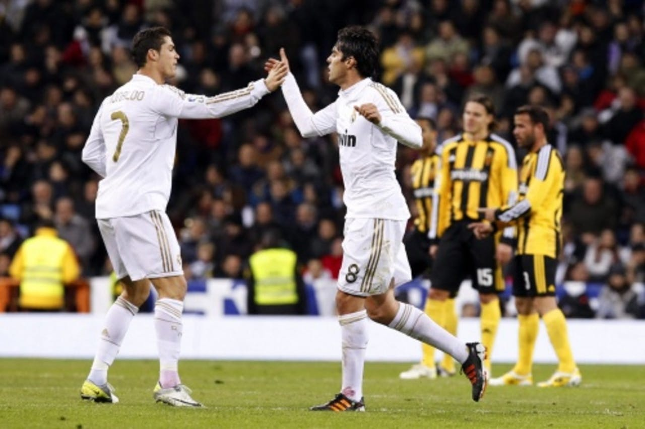 Kaka en Cristiano Ronaldo vieren de gelijkmaker. EPA