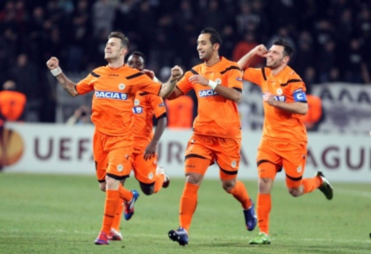 Floro Flores (L) van Udinese viert zijn doelpunt tegen PAOK. EPA