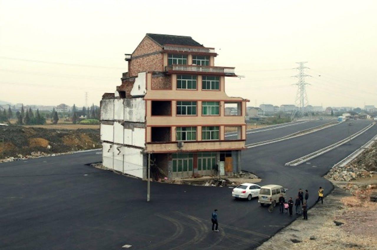 De woning in het midden van een snelweg.