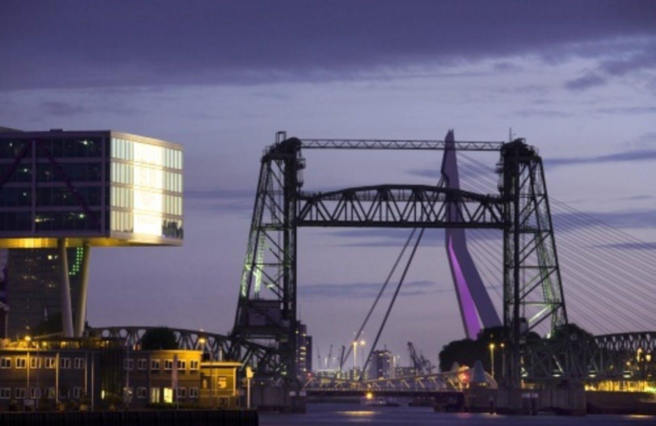 Vlnr: gebouw De Brug (Unilever), De Hef en Erasmusbrug. ANP