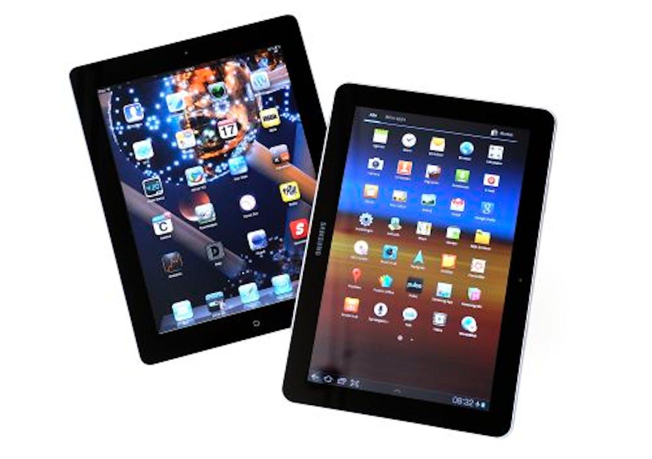 Samsung Galaxy tablet (r) en de Apple Ipad. ANP