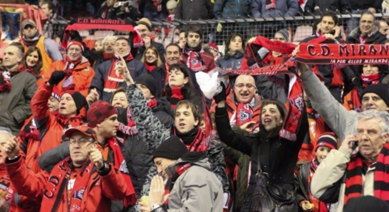 De fans van Mirandes waren blij, ondanks de nederlaag van hun ploeg. EPA
