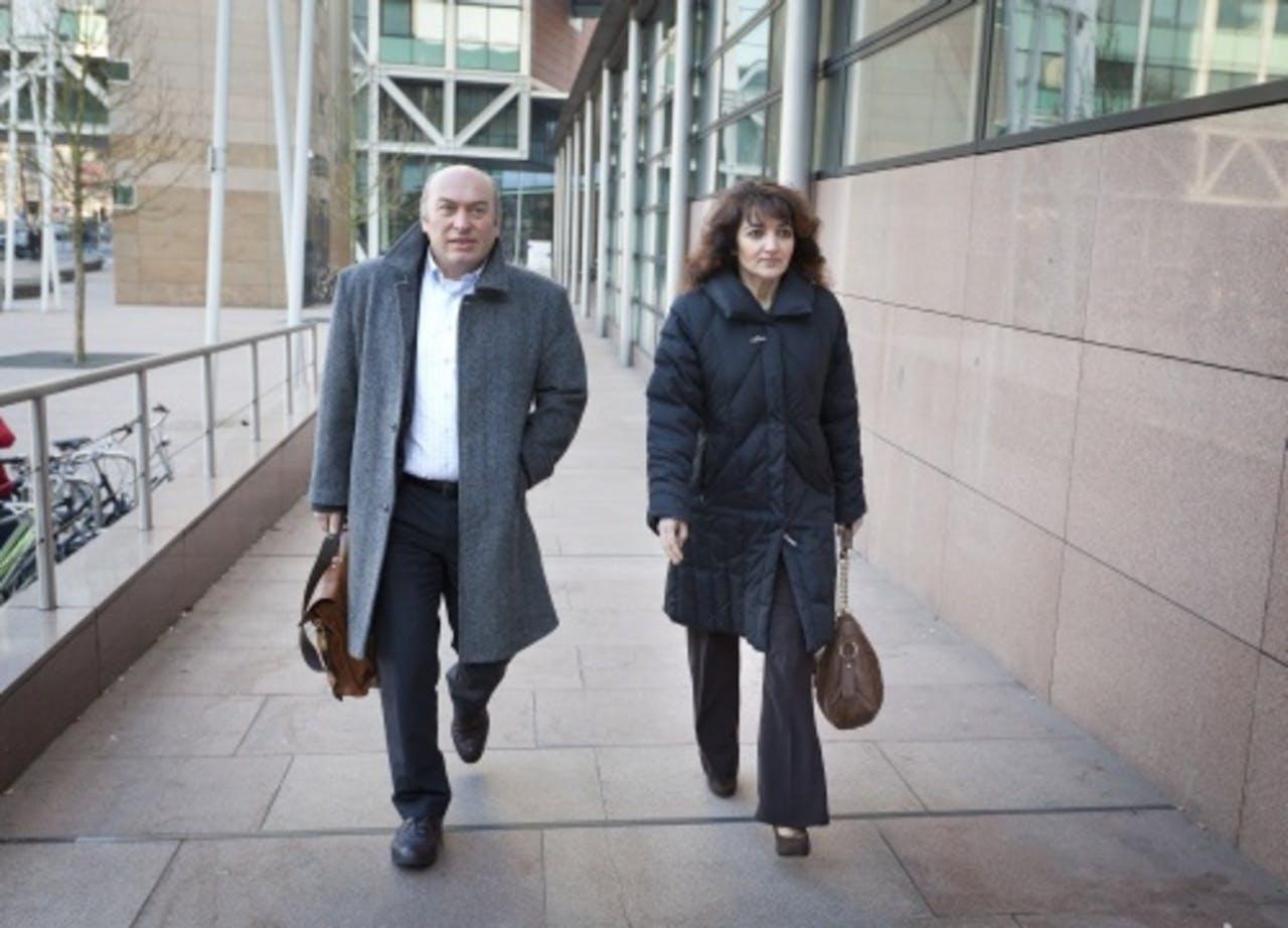 Nurten Albayrak (R) en haar advocaat. ANP