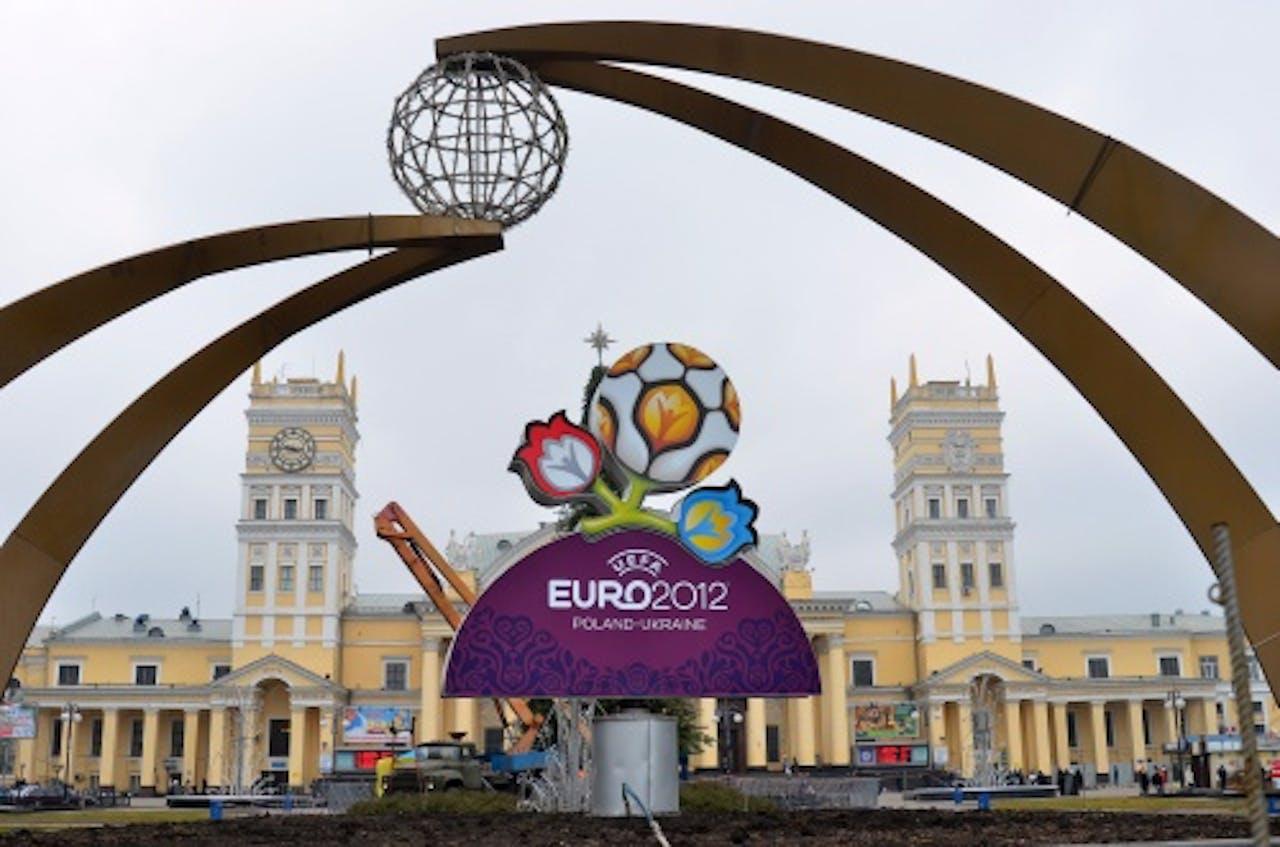 Het logo van UEFA EURO 2012 voor het central station in Charkov, Oekraine. ANP