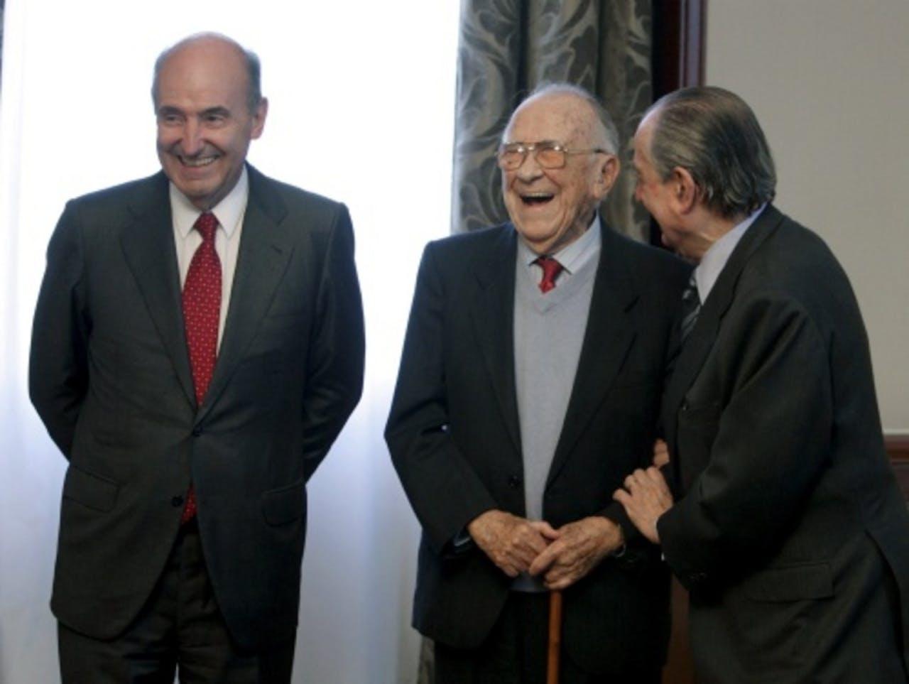 Santiago Carrillo in het midden. EPA