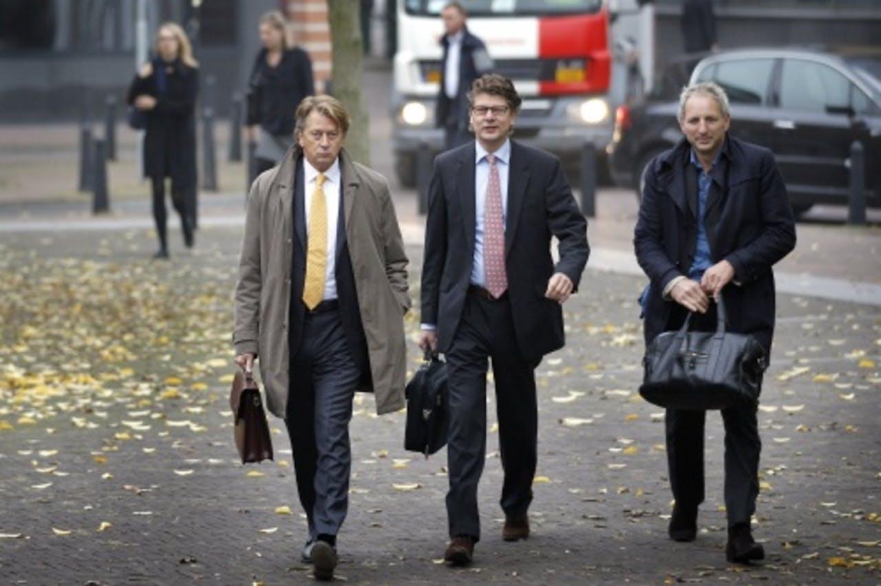 Jan en Peter poot met hun advocaat Matthijs Kaaks. ANP