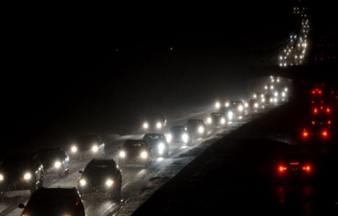 Winteroverlast op de weg in Connecticut. EPA