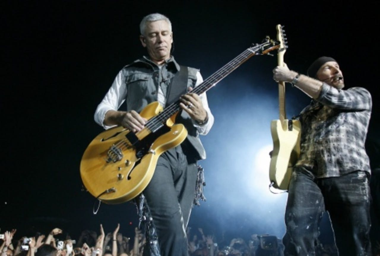 U2-bassist Adam Clayton (L) samen met The Edge. EPA