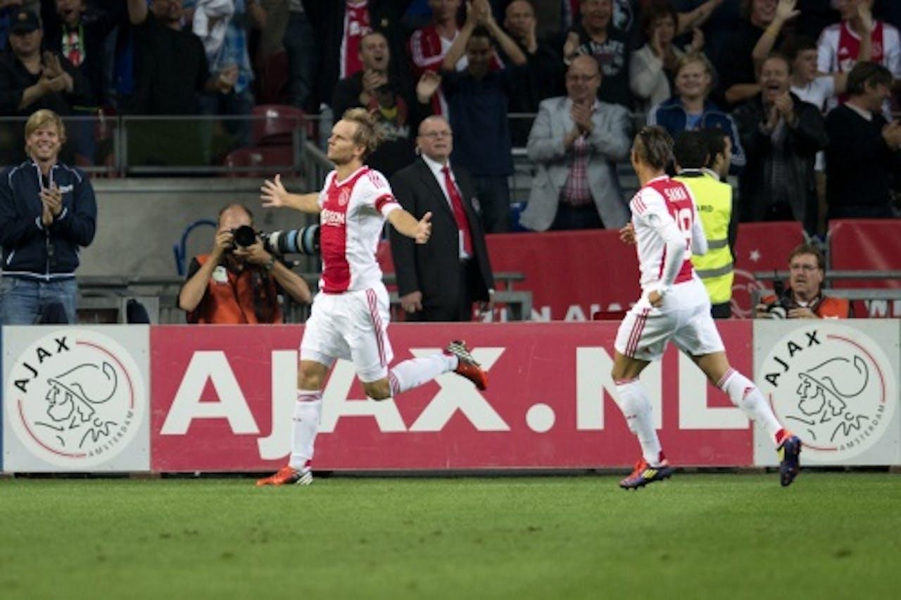 Aanvoerder Siem de Jong (L) van Ajax viert zijn openingstreffer in de wedstrijd tegen NAC met Tobias Sana (R). ANP
