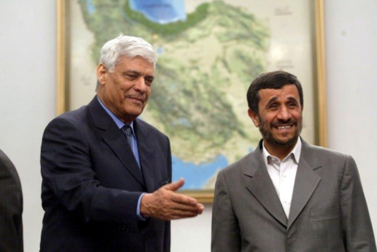 Mahmoud Ahmadinejad (r) met Abdullah al-Badri (l) op archiefbeeld, 2008. EPA